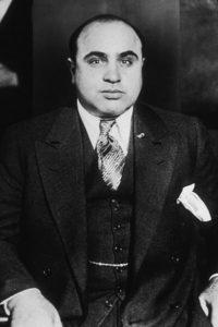 Al Capone, uno de los mayores jefes mafiosos que se beneficiaron del tráfico de alcohol durante la Ley Seca