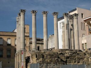 799px-Templo_romano_Córdoba