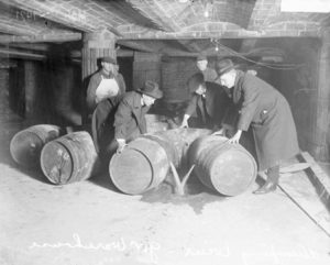 Prohibition_agents_destroying_barrels_of_alcohol_(United_States,_prohibition_era)_2