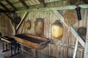 800px-Wooden_troughs