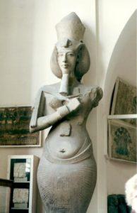 Escultura de Akenatón