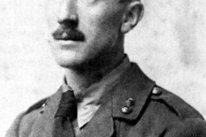Tolkien con el uniforme del ejército británico en 1916