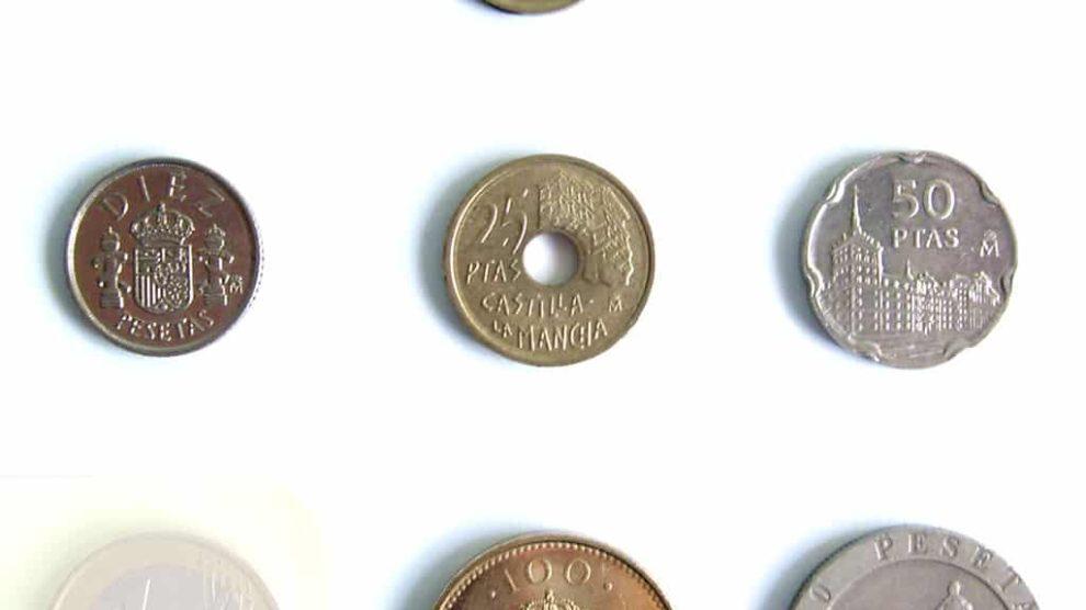 Las últimas monedas de peseta y el euro.