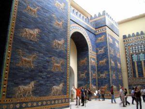La Puerta de Ishtar, hoy ubicada en el Museo de Berlín