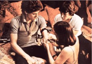 Fotograma de la película El pico (1983). En la película se ve de forma explícita el consumo de heroína y cocaína.