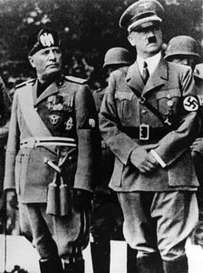 Con la muerte de Hitler y Stalin acabaron parte de las atrocidades cometidas, pero no todas.