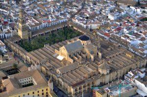 Vista aérea de la Mezquita de Córdoba (Toni Castillo, Wikimedia). al-Andalus - 1024px Mezquita de C  rdoba desde el aire C  rdoba Espa  a  - Consideraciones sobre las relaciones entre al-Andalus y Bizancio