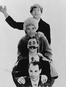 Los Hermanos Marx también protagonizaron inolvidables escenas sobre las vías del tren
