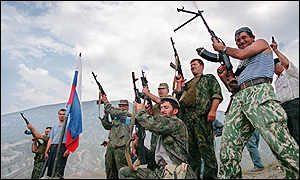 Tropas rusas celebrando la victoria sobre la incursión islamista en 1999.
