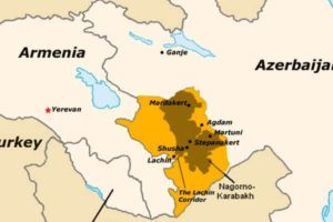Situación actual después de la tregua. En amarillo: Terreno azerí bajo control armenio. En marrón: Nagorno Karabaj.