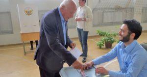 Elecciones legislativas de Nagorno Karabaj celebradas el 3 de mayo de 2015. Reconocidas como transparentes según observadores internacionales, pero rechazadas por la comunidad internacional.
