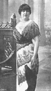 Carmen de Burgos en 1913 durante un viaje a Buenos Aires