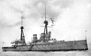 Fotografía del HMS Invincible, hundido en la Batalla de Jutlandia (Wikimedia).