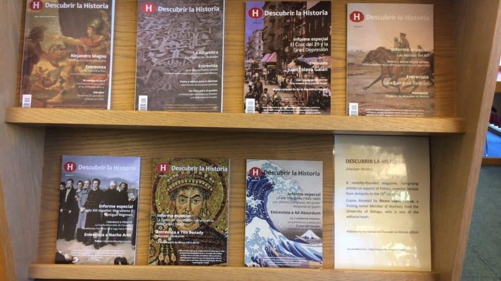 Revistas en un mostrador de Lee Library (Wolfson College, Cambridge)