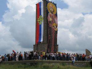 Celebración de San Vito en el monumento de Gazimestan, 2009 (Wikimedia). kosovo - 640px Vidovdan na Gazimestanu 2009 - La Guerra de Kosovo, la Jerusalén serbia