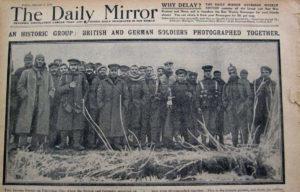 Oficiales y soldados alemanes y británicos. Navidad 1914