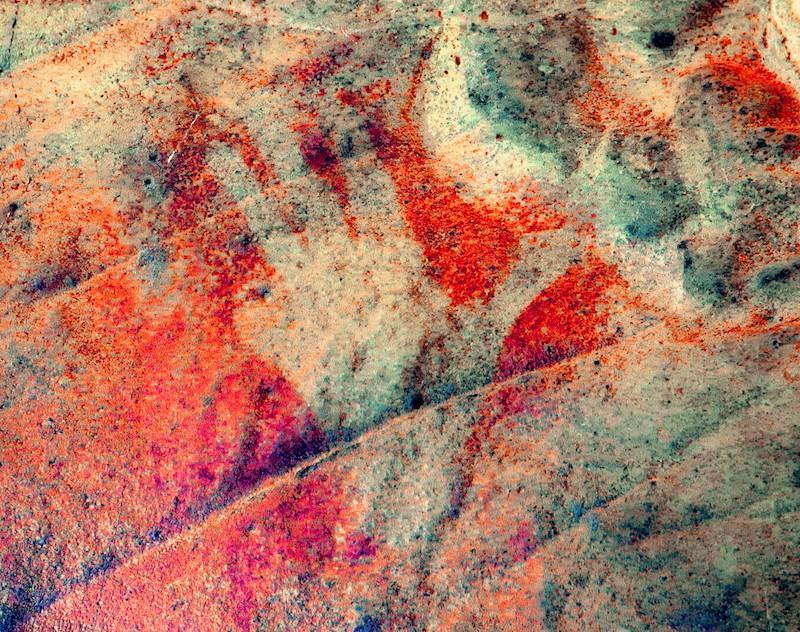 Huella en la Cueva de las Estrellas con tratamiento digital Dstrech | Proyecto HANDPAS. Manos del Pasado. Programa CREATIVA de la Unión Europea.