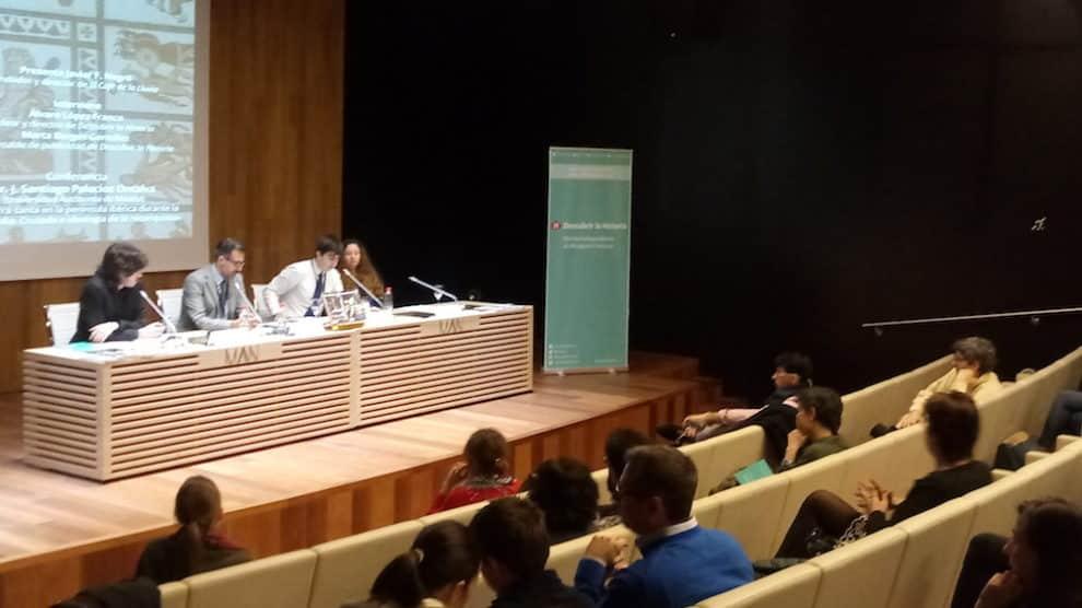 La mesa compuesta por los intervinientes en la presentación (Aroa Velasco).
