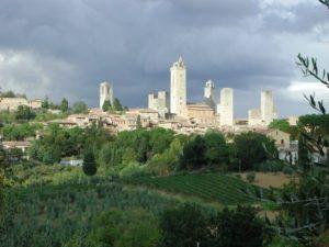 San Gimignano, pueblo italiano dominado por sus famosas torres medievales (Wikimedia).