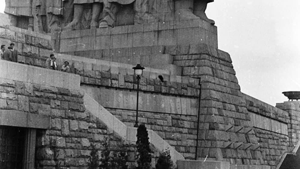Estatua gigante de Stalin hecha granito y ubicada en Praga, destruida en 1962 (Wikimedia).