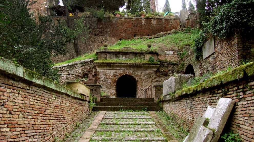 Entrada a la Tumba de los Escipiones, monumento funerario de la época de la República romana (Wikimedia).
