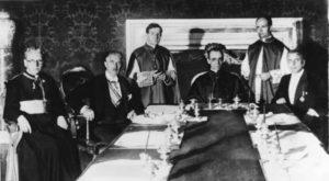 Firma del Reichskonkordat el 20 de julio de 1933. De izquierda a derecha: el prelado alemán Ludwig Kaas, el vicecanciller alemán Franz von Papen, Giuseppe Pizzardo, Eugenio Pacelli, Alfredo Ottaviani, y el embajador alemán Rudolf Buttmann (Wikimedia).
