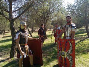 En la imagen, componentes del grupo Ab Urbe Condita, recreando al ejército acuartelado en Hispania durante las décadas centrales del siglo I d. C. (Álvaro Hernández Rojas).