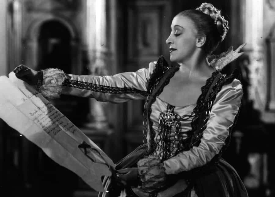 Françoise Rosay, interpreta a Cornelia de Witte, esposa del burgomaestre, una mujer de armas tomar.