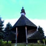 Capilla de un perdido cementerio en el valle del río Dunajek, construida integramente en madera (Esther Núñez).