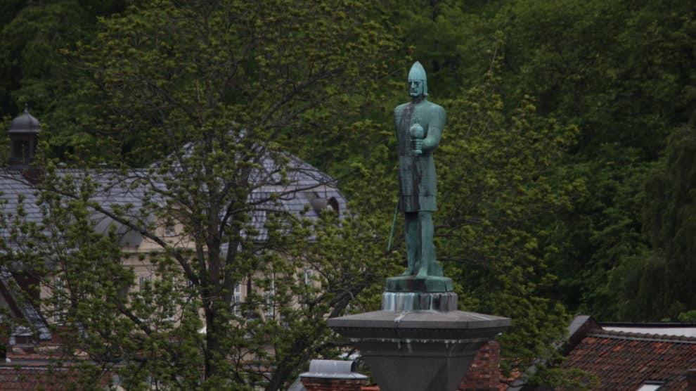 Estatua de Olaf Tryggvasson situada en Trondheim (Wikimedia).
