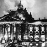 El incendio del Reichstag el 27 de febrero de 1933.