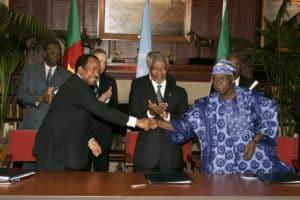 Paul Biya (Camerún), Kofi Annan (ONU) y Olusegun Obasanjo (Nigeria).