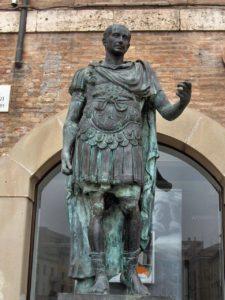 Estatua de Julio César en Rimini.