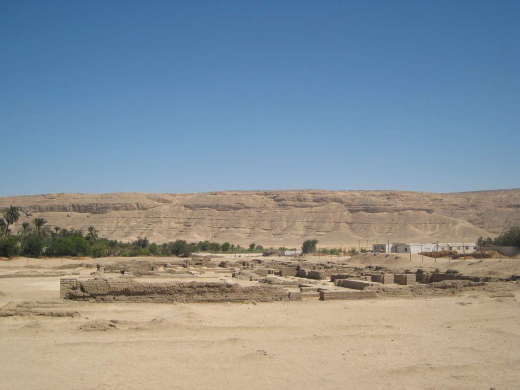 Restos de la ciudad de Akhetatón (Foto: Aroa Velasco).