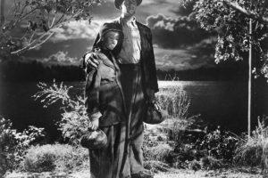 Joel McCrea y Veronica Lake forman una singular pareja en Los viajes de Sullivan, Preston Sturges (1946). Él recorrerá transmutado en vagabundo un país en ruinas para descubrir las cosas que de verdad importan. La crisis del 29 y sus efectos son el marco generador de la trama de esta comedia con mucho fondo social.