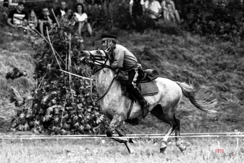 Reconstrucción histórica de la caballería rusa de principios del siglo XX por la escuela de equitación Tarpan. 06–Cañón que se puede ver en las instalaciones de la fortaleza.
