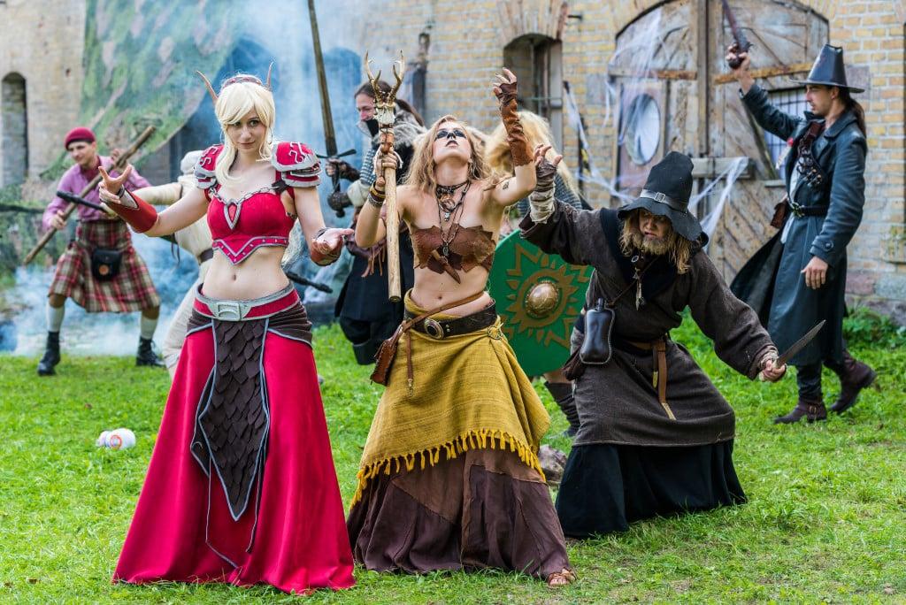 Además de recreaciones históricas, en esta fortaleza se realizan otro tipo de eventos culturales y de ocio. En esta foto se puede ver un grupo participante del Fantasy Fortress Festival de 2018 (Tomasz Karolski)